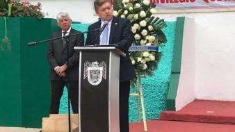 El gobernador del Estado, Francisco Vega de Lamadrid.