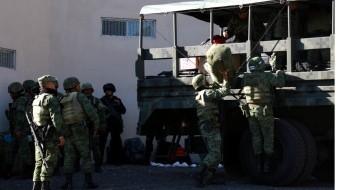 El teniente Oziel Aldana Portugal, investigado por vínculos con el robo de hidrocarburos, se entregó a las 15:30 horas de este viernes.