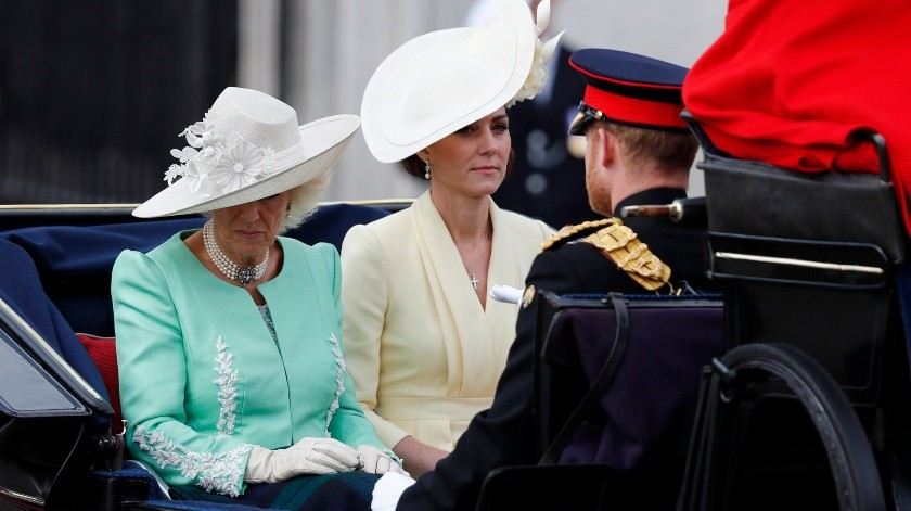Entre los miembros de la realeza británica que participaron se encontraban el príncipe Carlos, el príncipe William y su esposa Kate, y el príncipe Harry y su esposa Meghan.(AP)