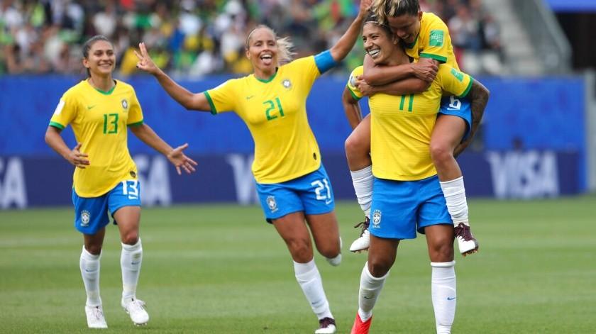 Con hat-trick de la veterana Cristiane, la 'canarinha' femenil le aguó la fiesta a las jamaiquinas en su debut mundialista.(AP)