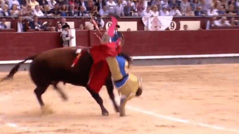 Una cornada de 30 centímetros sufrió el torero Román, en Las Ventas, este domingo.