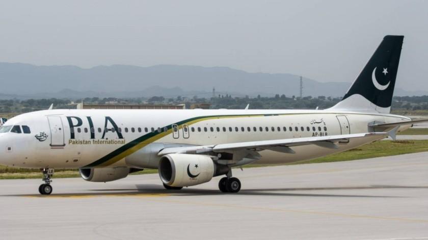 Cuarenta pasajeros tuvieron que bajar del avión tras el suceso, mismos que tuvieron que tuvieron un retraso de 7 horas.