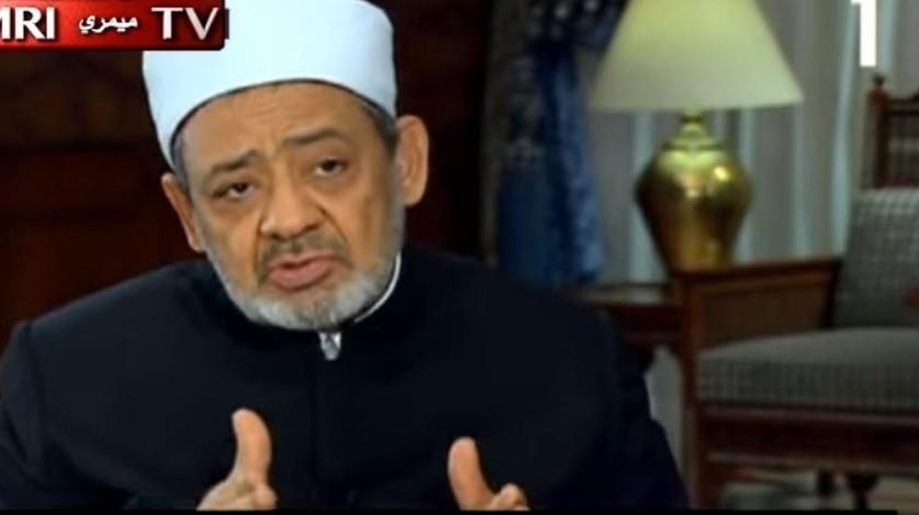 Líder musulmán enseña cómo golpear a esposas(Captura de video)