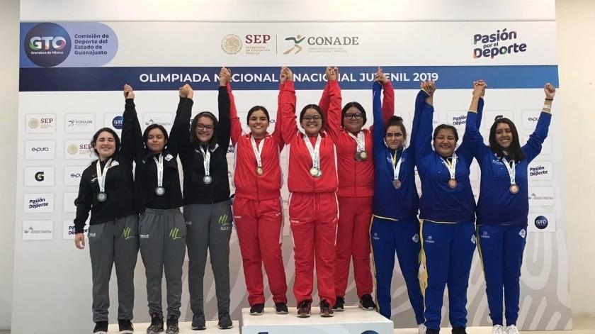 El equipo sonorense de tiro subió a lo más alto del podio en la modalidad 10 metros Juvenil Mayor femenil.(Cortesía)