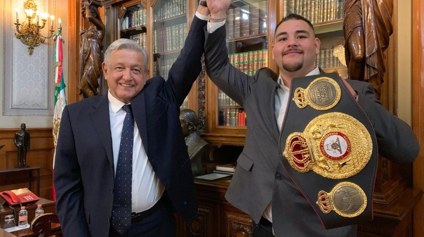 López Obrador reconoció al boxeador de origen mexicano tras su histórica victoria.(Twitter)