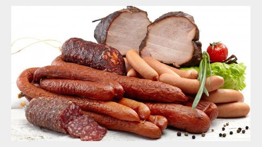 Debes evitar las carnes rojas y procesadas como la pechuga de pavo, salchicha y jamón, explica la experta en nutrición Fernanda Alvarado. La carne roja contiene Omega 6, que al consumirlo en exceso provoca la formación de ácido araquidónico, éste es el encargado de producir inflamación.(Tomada de la red)
