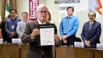 Jaime Bonilla recibió la constancia que lo acredita como gobernador electo en Baja California.