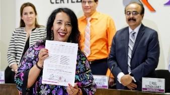 Entregan constancia a Araceli Brown como alcaldesa electa de Rosarito