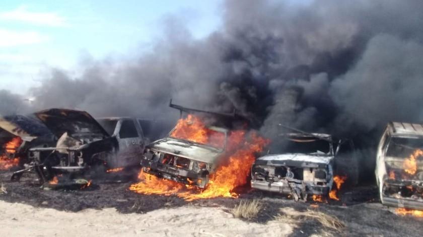 Alrededor de 150 vehículos resultaron afectados en un incendio en un yunque en el kilómetro de la carretera a San Pedro.