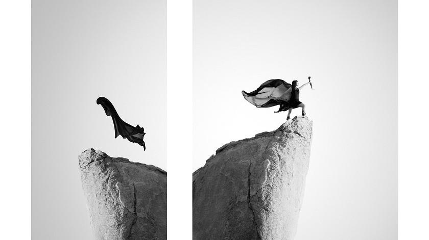 La exposición reúne una colección de imágenes en blanco y negro en las que la fotógrafa tijuanense hizo posar a un conjunto muy variado de mujeres encima de grandes formaciones rocosas en un paraje de Vallecitos en el municipio de Tecate.(Cortesía)