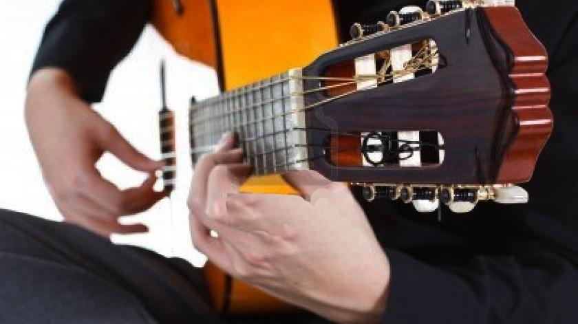 Navarro y Luna mostrarán en el escenario el dominio que tienen sobre su instrumento en un concierto donde harán lucir el sonido de las cuerdas y la versatilidad de ritmos.(Cortesía)