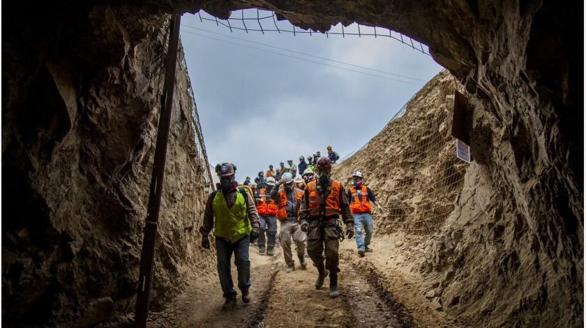 Tras un derrumbe en la mina San José, de Chile, tres trabajadores bolivianos quedaron atrapados.(AP)
