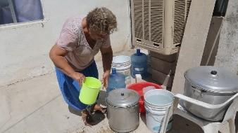 Llevan agua en pipas a colonias del Norte