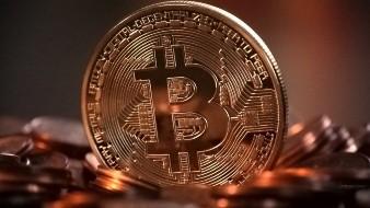 Bitcoin superó los 9 mil dólares en medio de informes de que Facebook sacará una moneda digital.