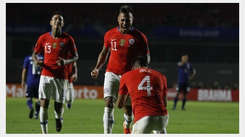 Vidal salió otra vez en defensa del seleccionador.(AP)