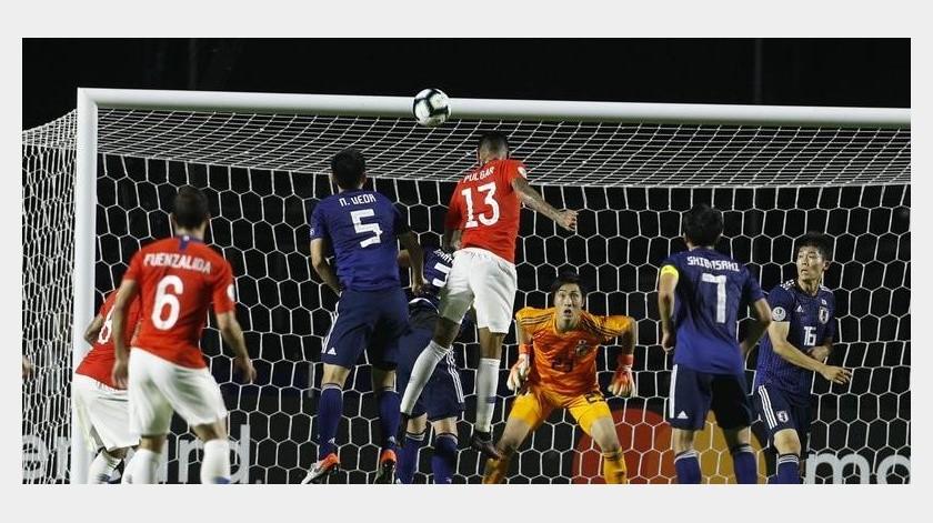 La Roja tuvo sus momentos de imprecisiones y juego intermitente.(AP)