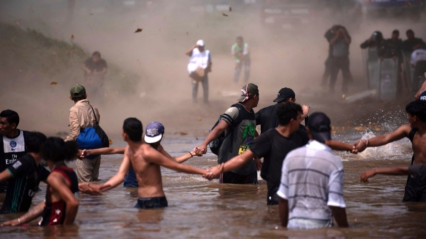 Migrantes cruzando el Río Suchiate(Copyright 2018 The Associated Press. All rights reserved, AP)
