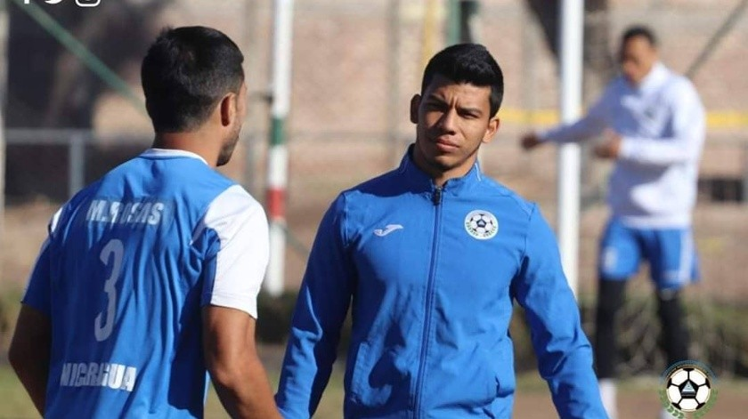 Selección de Nicaragua expulsa a tres jugadores tras sorprenderlos con prostitutas(Twitter/@Fenitufnica)