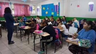 Los alumnos de la Escuela Primaria Leona Vicario, Turno Matutino disfrutaron, imaginaron y construyeron paisajes con tan solo escuchar las lecturas que el personal de la Representación de ICBC Tecate realizó en el marco de la celebración del Picnic Literario.