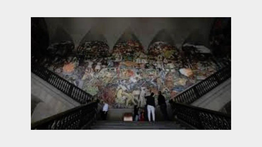 Los murales que Diego Rivera pintó en el cubo de la escalera principal del Patio Central de Palacio Nacional formó parte de un proyecto para que los mexicanos, que en la década de los 20 del siglo XX eran en su mayoría analfabetas, conocieran la epopeya de su historia a través de la pintura.(Tomada de la red)