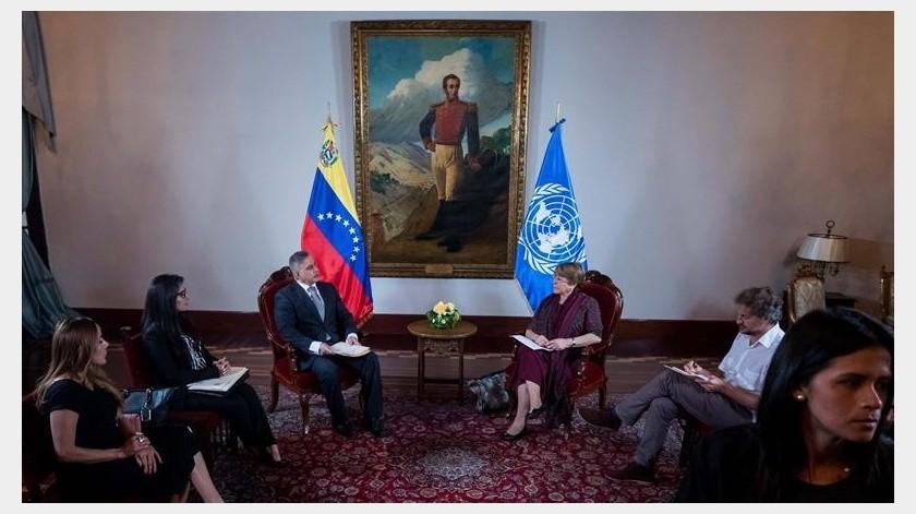 A pocos metros del Ministerio de Relaciones Exteriores, mientras Bachelet se reunía a puerta cerrada con representantes de los poderes público.(EFE)