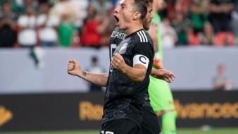 Guardado empató a 'Zague' como máximo goleador azteca en Copa Oro