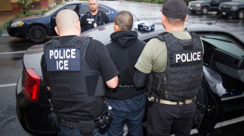 El Servicio de Inmigración y Control de Aduanas (ICE por sus siglas en inglés) se prepara para realizar redadas contra migrantes en 10 ciudades de los Estados Unidos.(AP)