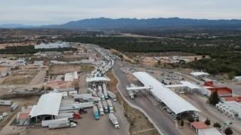 La Aduana de Nogales ha mejorado la atenci�n a tr�ilers en el cruce fronterizo. - 3 : color