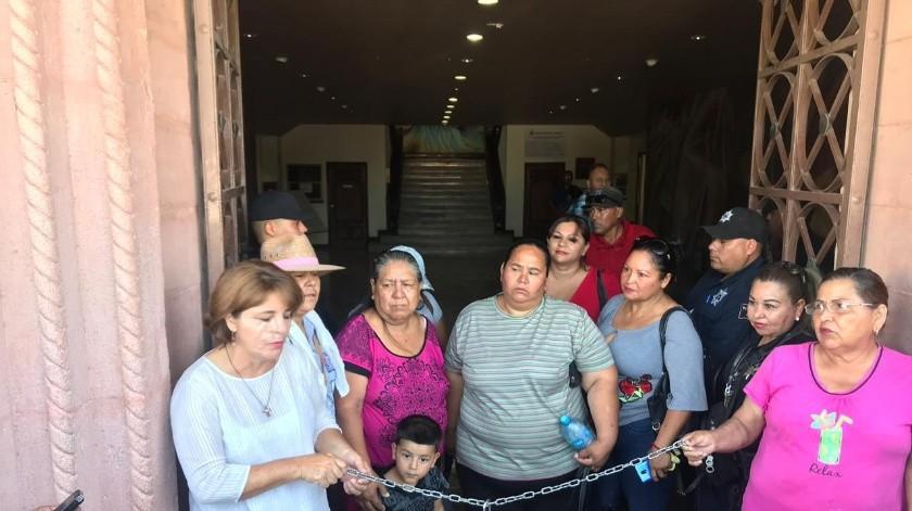 Realizan toma del edificio en protesta por la inseguridad que vive el municipio.(Mayra Echeverría)