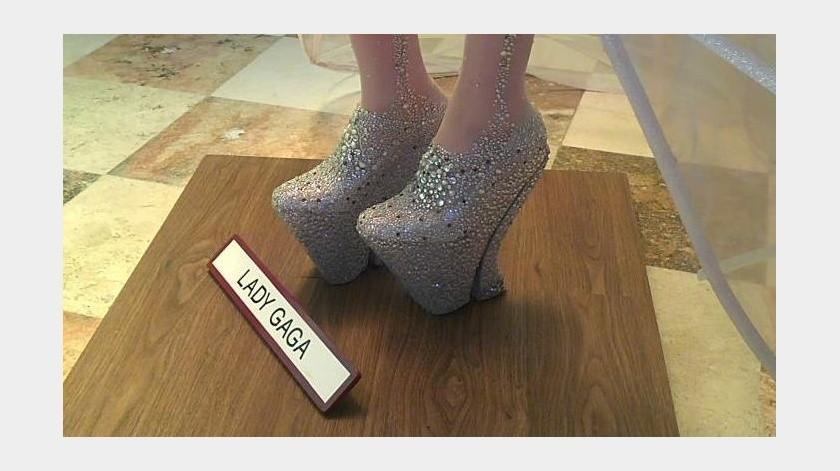 Zapatos Piña, de la figura de Lady Gaga en el museo de la Ciudad de México.(Facebook)