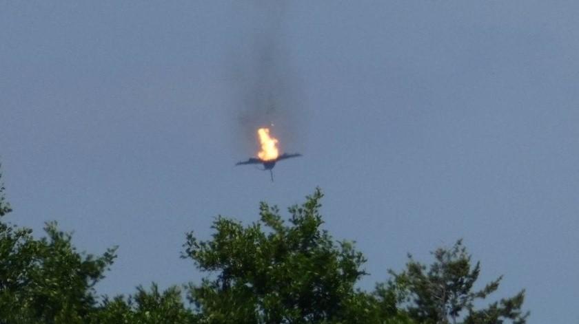 VIDEO: Aviones de combate chocan durante entrenamiento(Twitter @ElDoce)