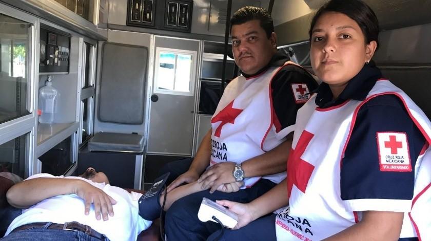 El socorrista Mario Álvarez Foullet tiene más de 25 años en la Cruz Roja y ahora sus hijos siguen su ejemplo al incorporarse a la institución.(Yesicka Ojeda)