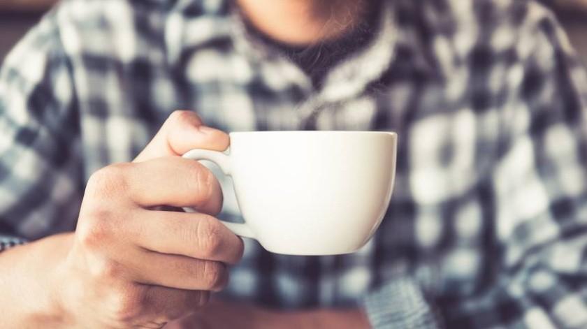 La cafeína puede estimular el sistema nervioso del cuerpo, que transmite mensajes a las células de grasa para descomponerse.(Cortesía)
