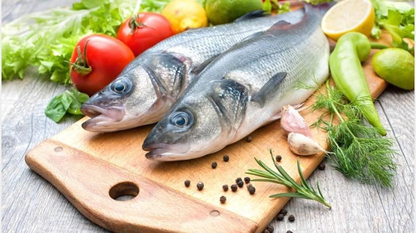 El pescado es rico en Omega 3 y 6, en particular el pescado azul que es el que más lo contiene, como el salmón, la sardina y el atún.(Tomada de la red)