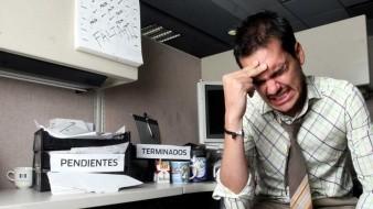 El estrés o depresión laboral puede desencadenar pensamientos suicidas.