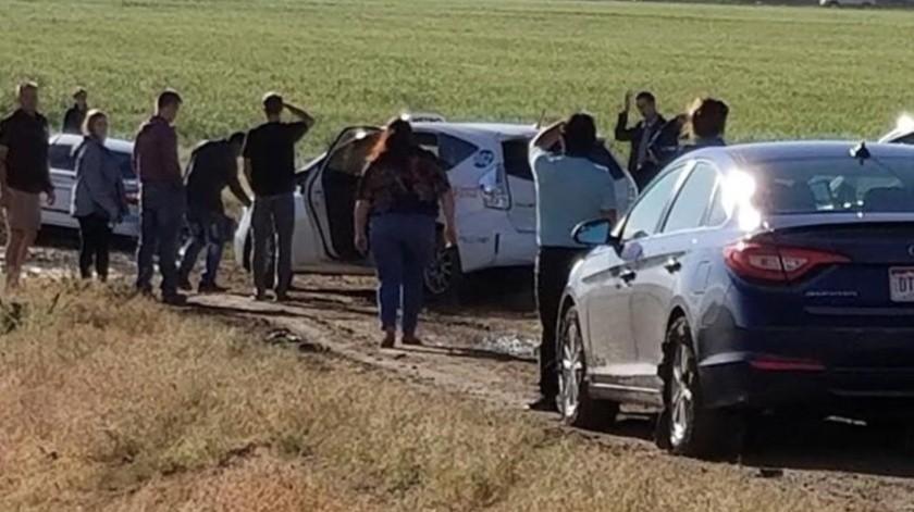 Monsees dice que usó su vehículo de tracción total para ayudar a dos extraños a llegar al aeropuerto.