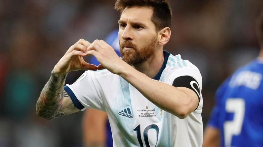 Aun cuando es conocido que el argentino no canta el himno de su país en partidos con la albiceleste, sorpendió a propios y extraños al entonarlo con alegría en el partido de cuartos de final ante Venezuela.(Twitter)