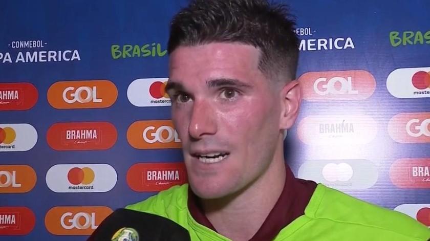 Rodrigo De Paul era entrevistado por un periodista argentino, quien lo dejó hablando por hablar con el 'Kun' Agüero.(Twitter)