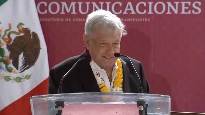 López Obrador realizó un recorrido para supervisar las obras de construcción de caminos en Oaxaca.