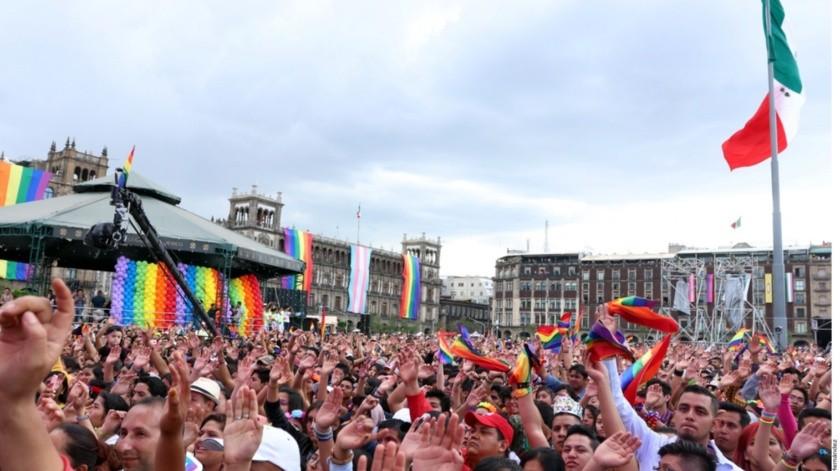 Aunque el cielo lució grisáceo todo el día y el sol y la lluvia no se cruzaron para generar un arcoíris, la Ciudad se llenó ayer de colores y música en una celebración por la diversidad encabezada por músicos e ídolos de la comunidad LGBTTTI.(Agencia Reforma)