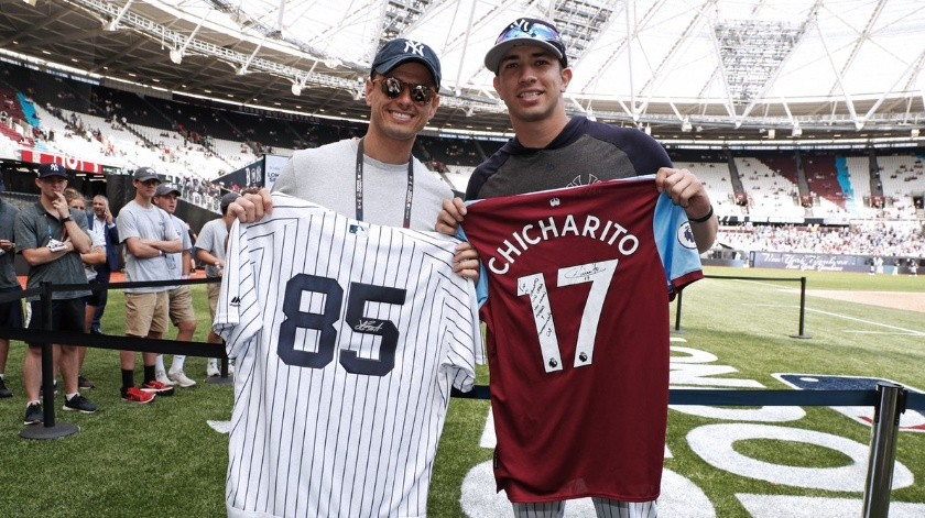 'Chicharito' presente en el London Series de la MLB.(Twitter/@Yankees)