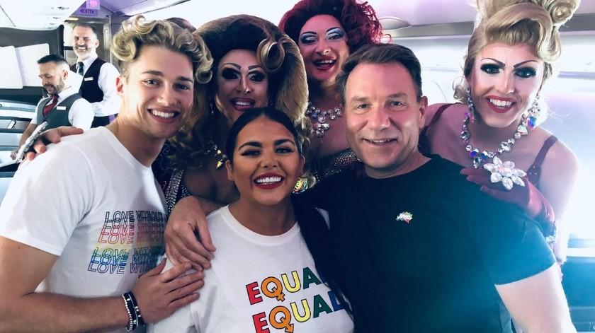 El viaje en avión de Londres a Nueva York contó con una tripulación LGBT+ y docenas de drag queens.