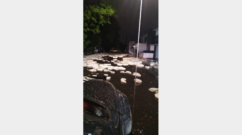 Una fuerte caída de granizo afectó este domingo a la occidental ciudad mexicana de Guadalajara con acumulaciones de hasta metro y medio en algunas zonas y daños a cuando menos 249 viviendas,