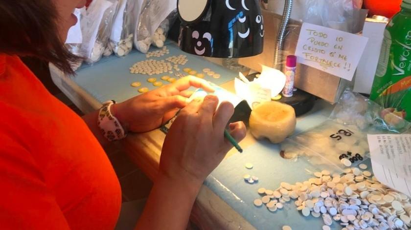 Las internas del Cereso Femenil de Nogales trabajan con una maquila en la elaboración de piezas para saxofón que son llevadas a varios países.(Manuel Jiménez)