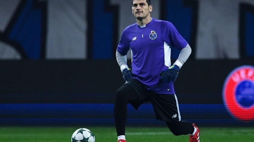 Iker Casillas se presentó con los Dragones en el inicio de la pretemporada del equipo, sin que se sepa más hasta el momento del rol que tendrá con el equipo tras sufrir un infarto.(Twitter)