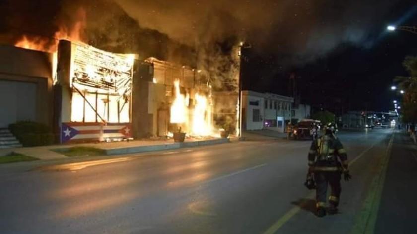 Balacean e incendian negocios en Coahuila(Especial)