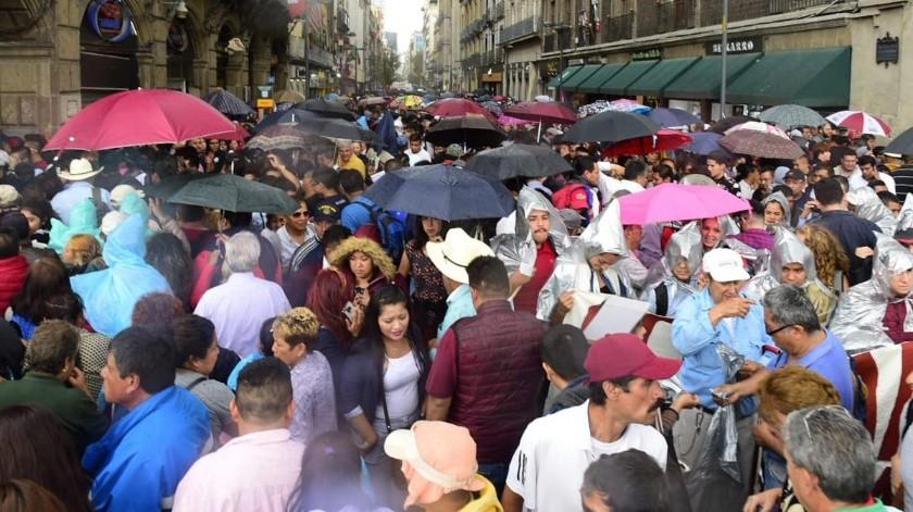 """Así festejan el """"triunfo de la 4T"""" de AMLO en el Zócalo"""