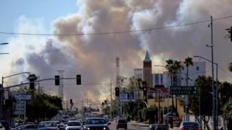 Desde Mexicali se observa una enorme fumarola del incendio en Valle Imperial.