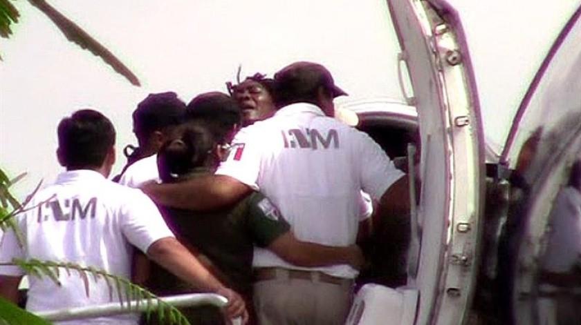 Migrantes se enfrentaron a autoridades mexicanas para evitar ser deportados.(EFE)