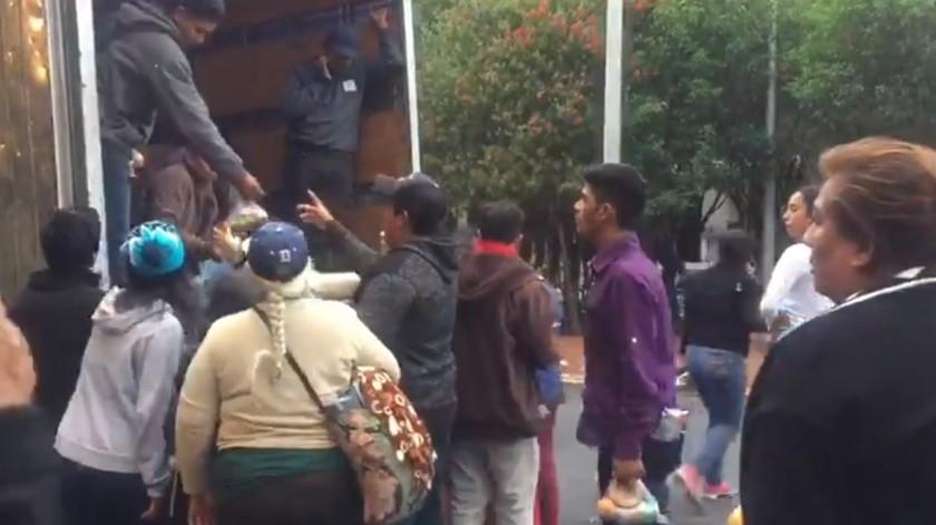 """Entregaron lonches a presuntos """"acarreados"""" durante AMLOFest(Captura de video)"""